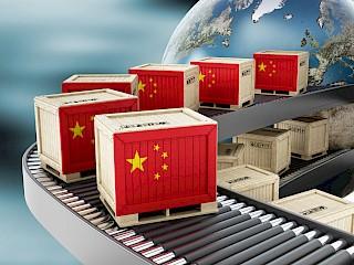 Cajas sobre palets con bandera china