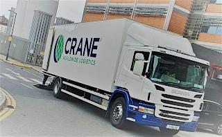 Crane Worldwide Logistics Truck liefert Beatmungsgeräte an Krankenhäuser in Irland während der COVID-19-Pandemie