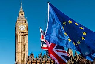 Big Ben und Union Jack und EU-Flagge