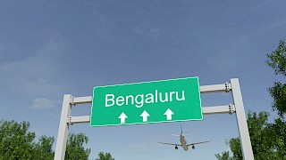 Wegweiser zum Flughafen Bengaluru