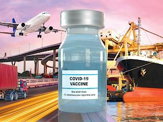 COVD-19 Impfstoffflasche mit Flugzeug, Schiff und LKW