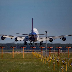 閱讀文章:從中國到美國的運輸延誤? 嘗試我們的包機服務 - 快速預訂以確保您的貨物空間!